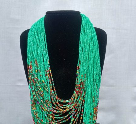 Turquoise chunky necklace close